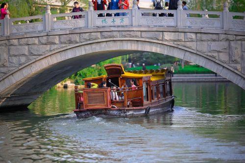 bridge pleasure boat lake