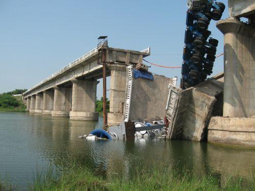 bridge collapse damage
