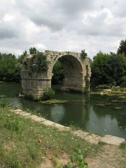 bridge vestige ruin