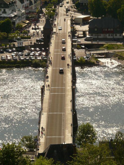 bridge road traffic