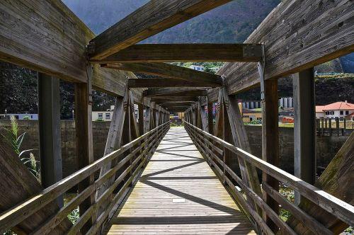 bridge perspective vanishing point