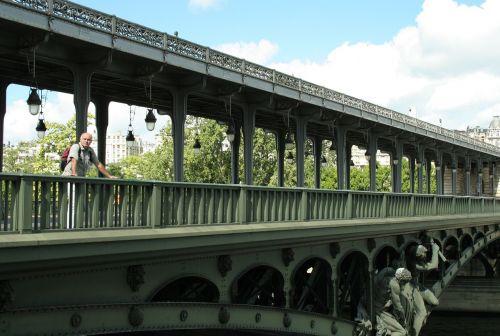 bridge paris pont de bir-hakeim