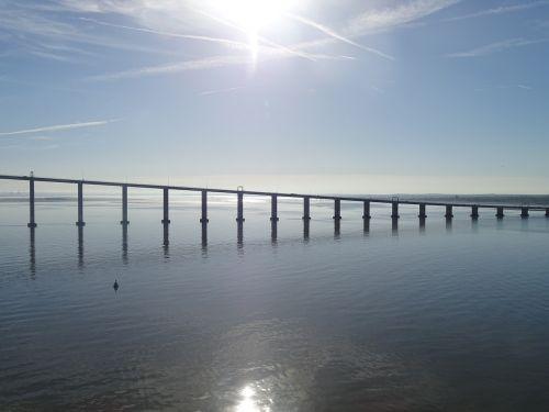 tiltas,saulė,upė,vanduo,nuotaika,dangus