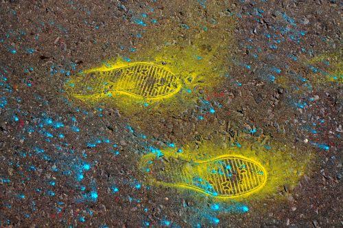 bright traces shoes paint