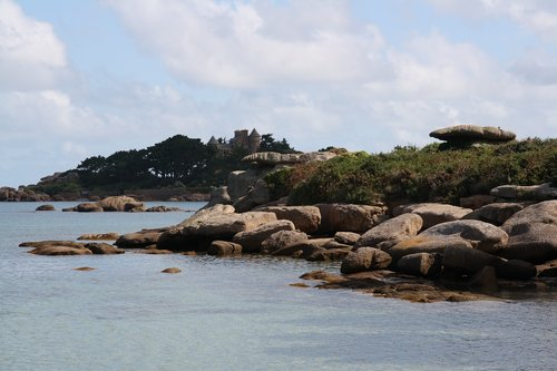 brittany  pink granite coast  side of armor