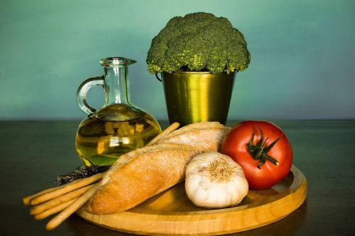 broccoli bread tomato