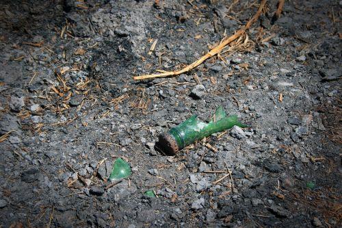 stiklas, sunaikintas, žalias, pelenai, supjaustytas butelis ir pelenai
