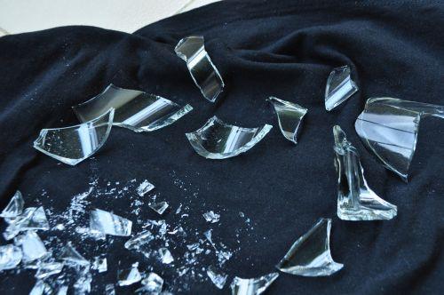 dužęs stiklas,stiklas,suskaidytas,lūžis,pertrauka,sunaikintas,susmulkintas stiklas,suplakti,krekas