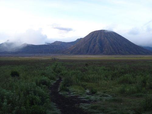 bromas,vulkanas,Indonezija,dūmų debesis,garai,siera,kraštovaizdis,toli,mėnulio kraštovaizdis,krateris,tegger,gamta,heiss,vulkaninis,lankytinos vietos,akmenys,vulkano plotas,turistai,vulkaninis kraštovaizdis,natūralus spektaklis,vulkanizmas,Gamtos stebūklai,aktyvus vulkanizmas