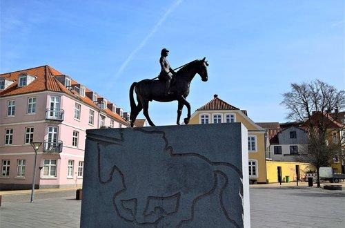 bronze equestrian statue  statue  sculpture in stone