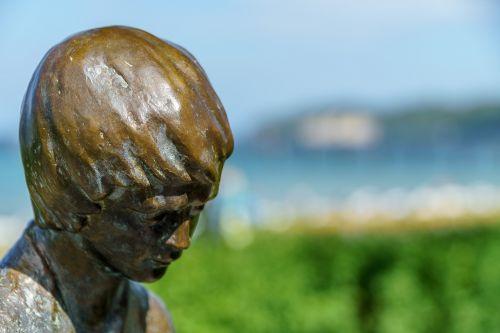 bronze statue helmut bourger binz