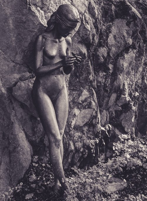 bronze statue  sad  garden for lovers