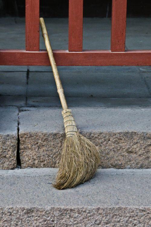 broom straw household