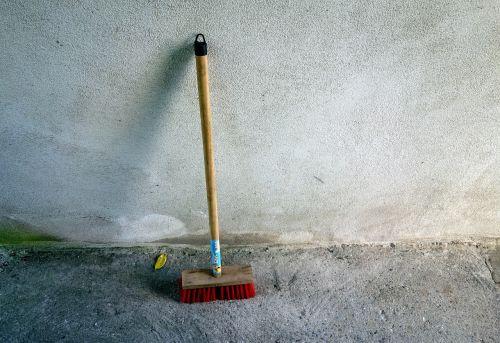 broom wall clean