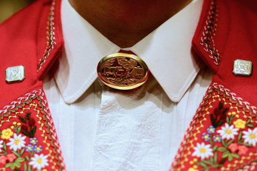 broschette embroidery tradition
