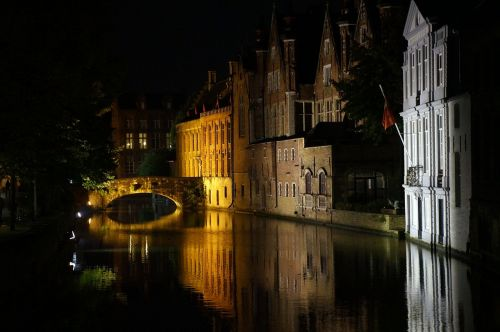bruges night water
