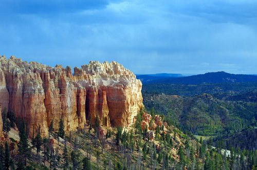bryce cannon hoodoo view  bryce  canyon