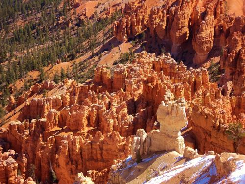 bryce canyon red rocks snowy mountain