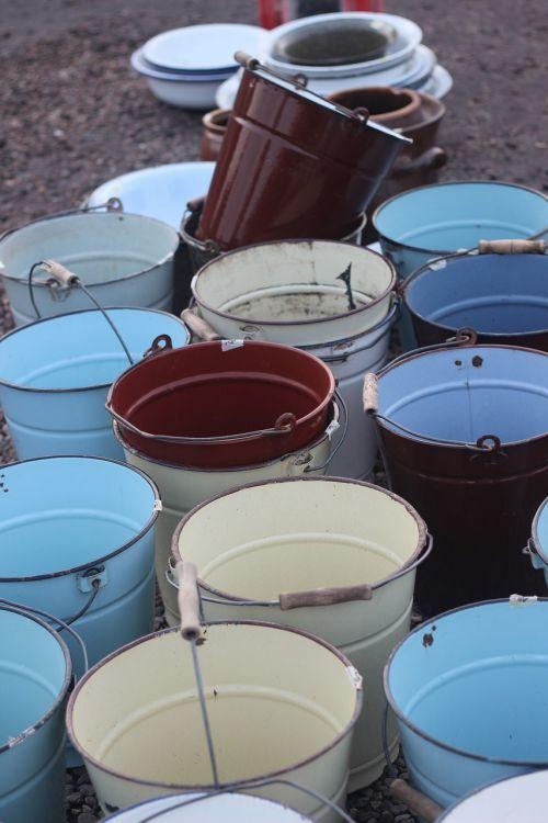 bucket shape crowd