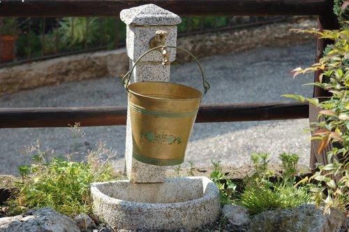 bucket  fontana  faucet