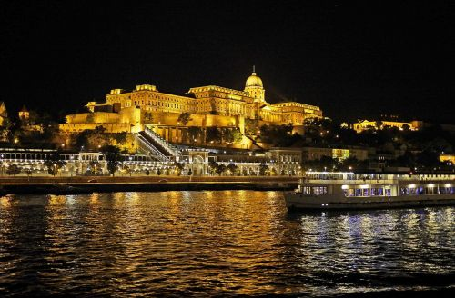 budapest at night royal palace illumination
