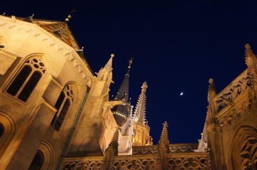 budapest,bažnyčia,mėnulis,naktis,vengrija,dangus,kelionė,katedra,orientyras,pastatas,žinomas,vengrų kalba,Matthias,istorinis,Europa,architektūra,turizmas