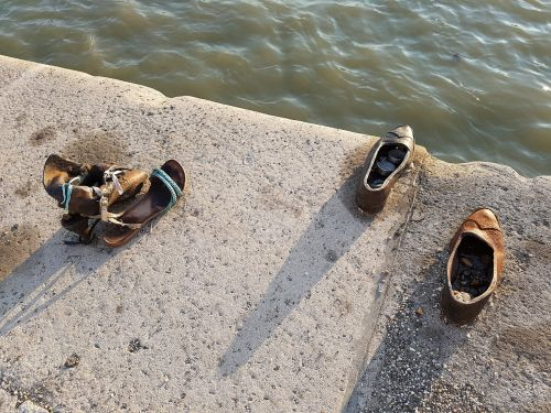budapest shoes bank of the danube
