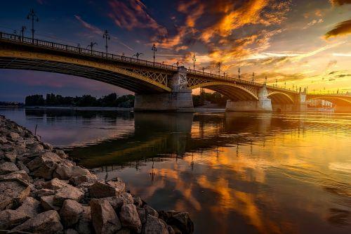 budapest,vengrija,tiltas,architektūra,Danubės upė,vanduo,apmąstymai,dangus,debesys,miestas,miesto,kraštovaizdis,vaizdingas,saulėlydis,dusk,lauke,akmenys,akmenys,gražus,spalvinga,hdr