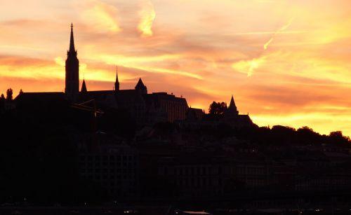 budapest evening lighting