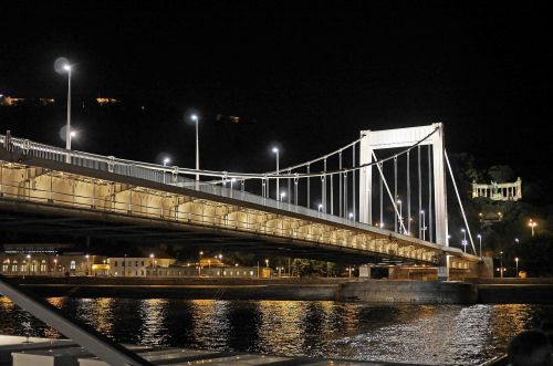 budapest at night elisabeth bridge gellert monument
