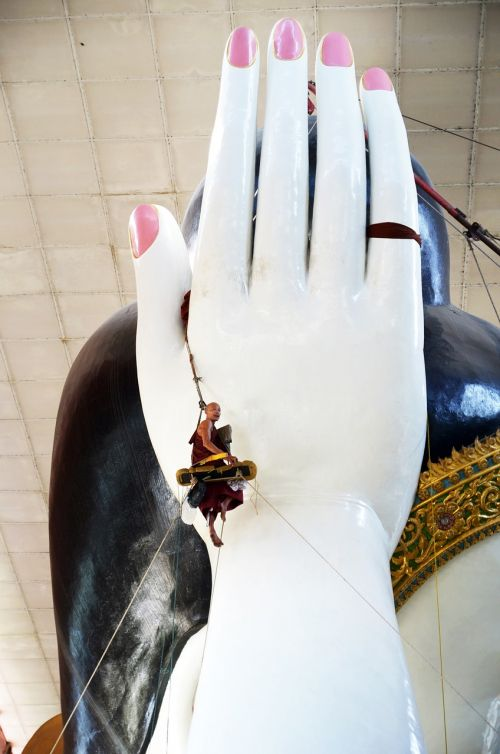 buddha buddhaputzer hand