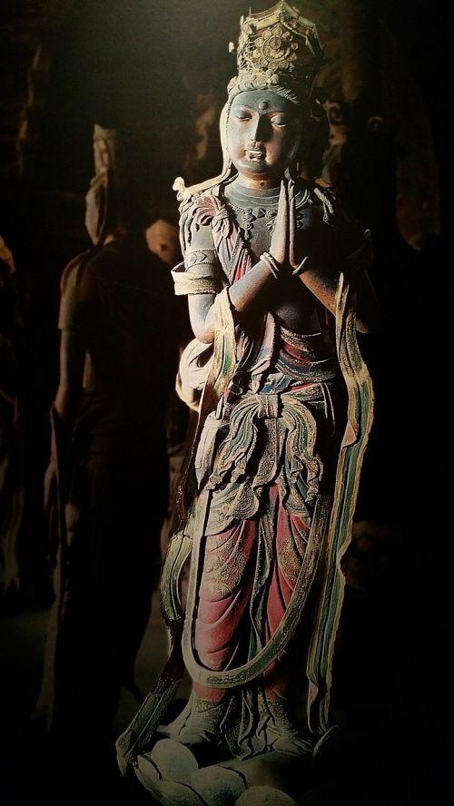 buddha statues shrines stone
