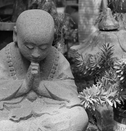 buddhism statue yard art