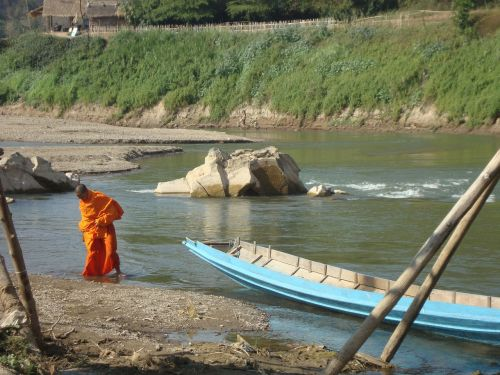 buddhist monk laos river bading