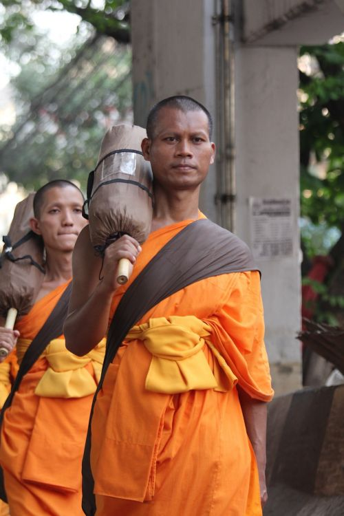 buddhists monks buddhism