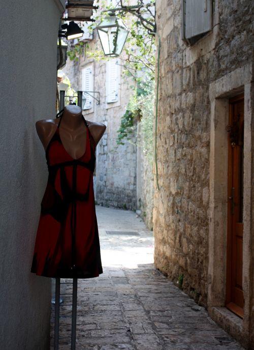 budva mannequin street dec