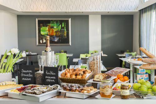 buffet breakfast hide