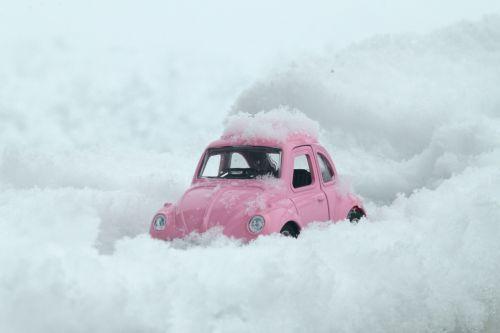 klaida,vw,automobilis,rožinis,sniegas,snieguotas kelias,žiema,modelis,stiprus sniegas,kelias,sunkus kelias,volswagen galima atidaryti,klasikinis,klasikinis automobilis,vabalas,horas,vėžlys,meilė,ilgas kelias,eismas,manipuliavimas,kocaeli,tvenkinys,Turkija,dovanos,siauras kelias,ledas,ledinis kelias,ledas automobilis,guma,stiprus,2017,atvirukas