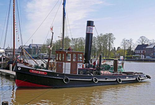 bugsier steamer tug port
