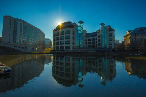 building sunset reflexion