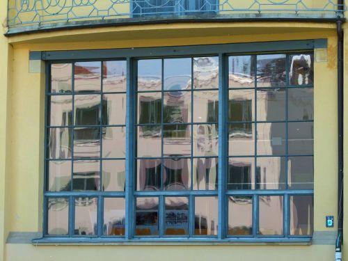 building bauhaus style window