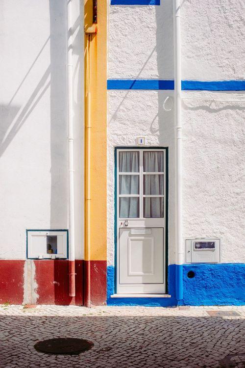 building cobblestones door