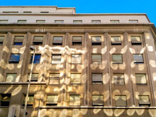 building facade reflexion