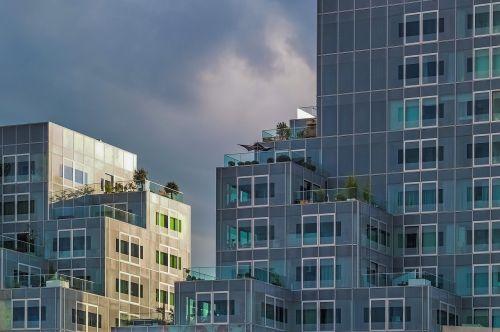building modern real estate