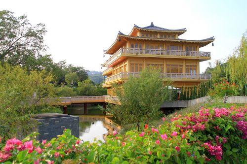 building pavilion garden