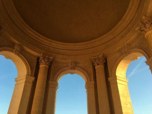 building tourism column