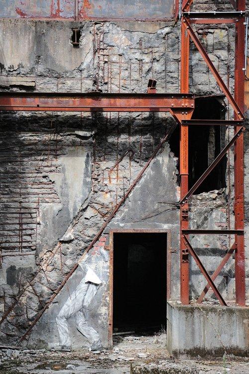 building  old  steel beams