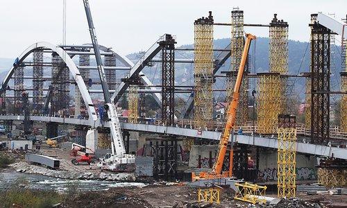 building  the design of the  bridge