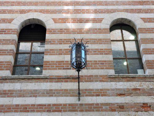 building window lamppost