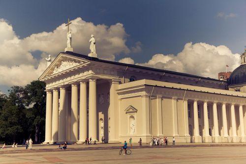 building lithuania columns
